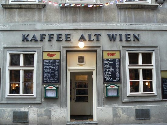 front-of-the-cafe-backerstrass