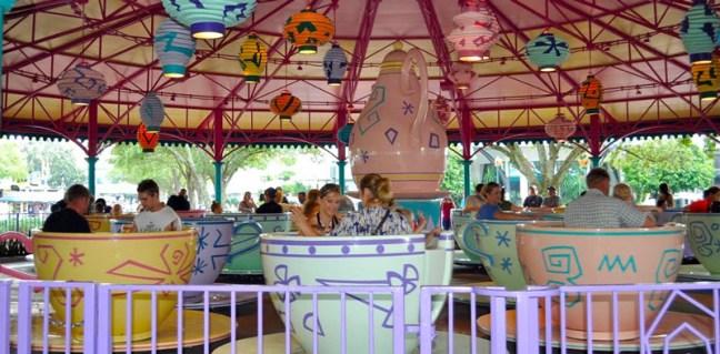 """Чаши за чай """"Алиса в страната на чудесата"""""""