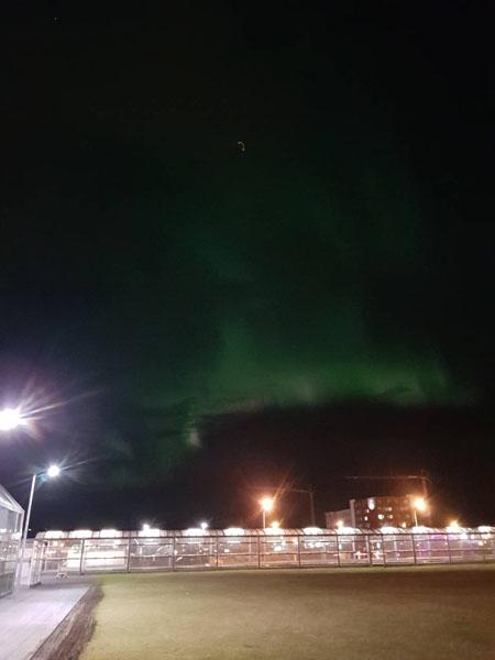 """Северното сияние над летище """"Лейфур Ериксон"""" – снимка от нашата туристка К.Павлова"""