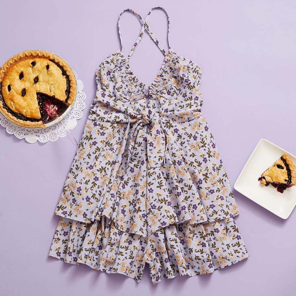 summer outfits and blueberry pie recipes