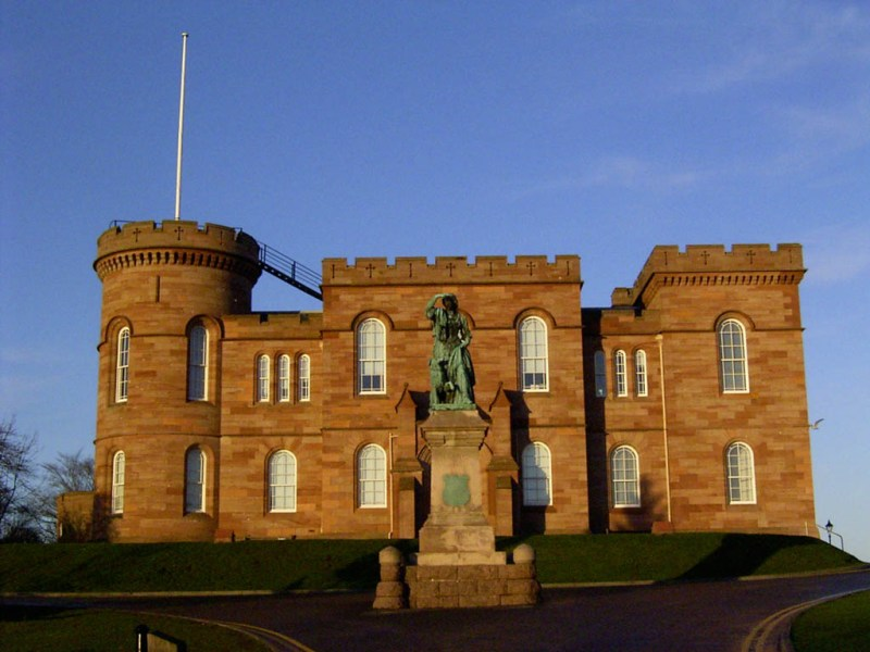 Inverness Castle with a statue of Flora Macdonald, the heroine of the Jacobite uprising. She helped Bonnie Prince Charlie escape the pursuing British.