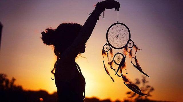 Gadis Bermata Bulan Sabit | Ryan Mintaraga (Pinterest)