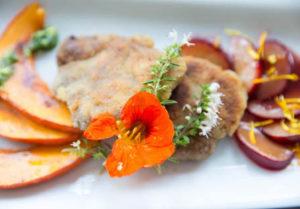 Rezept: Wildschweinschnitzel mit Kürbis und Pflaumen