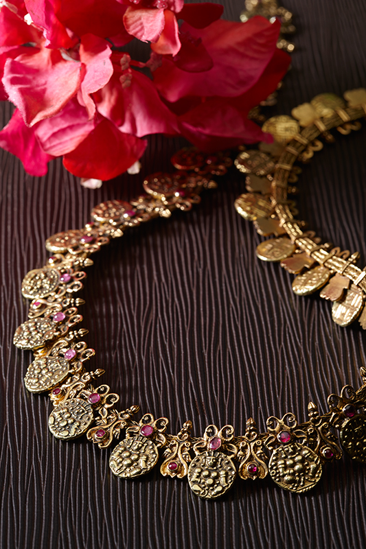 Lot 3: A Period 'Kasu Malai' or Coin Necklace