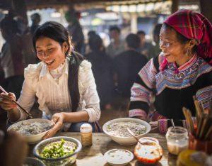 chopstick-culture-in-vietnam / Tim Gerard Barker/Getty Images