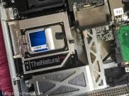 Die SSD hat samt Einbaurahmen im iMac Platz genommen