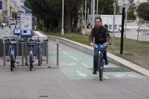 ニースにも、トゥールーズにも自転車専用道路と自転車貸し出しシステムがありました