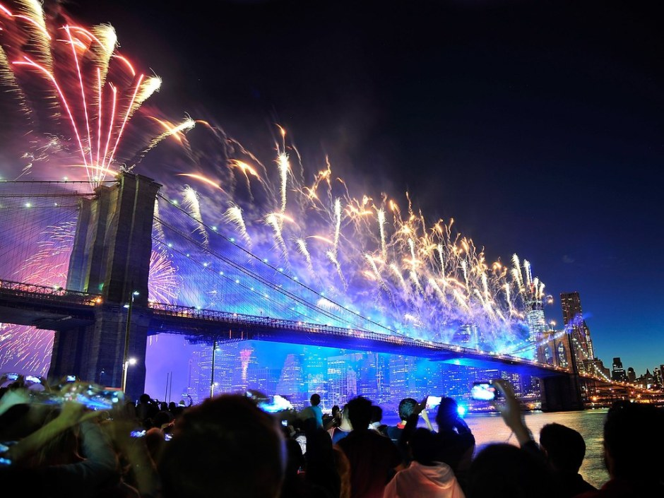 nyc fireworks brooklyn bridge