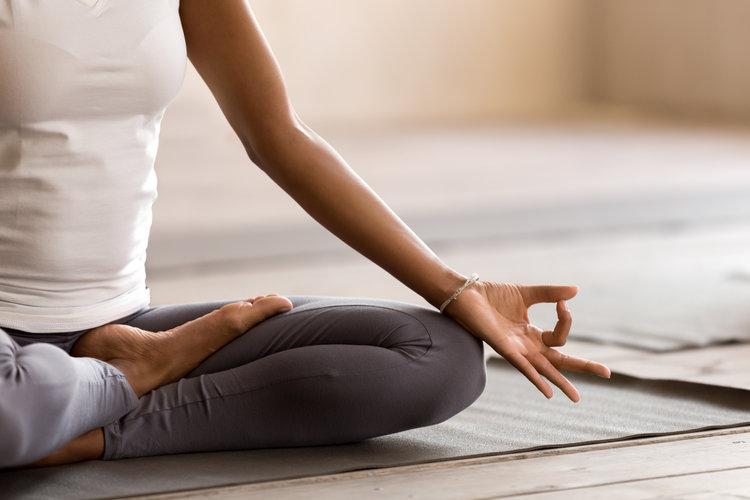 hỗ trợ cảm xúc ung thư thiền yoga