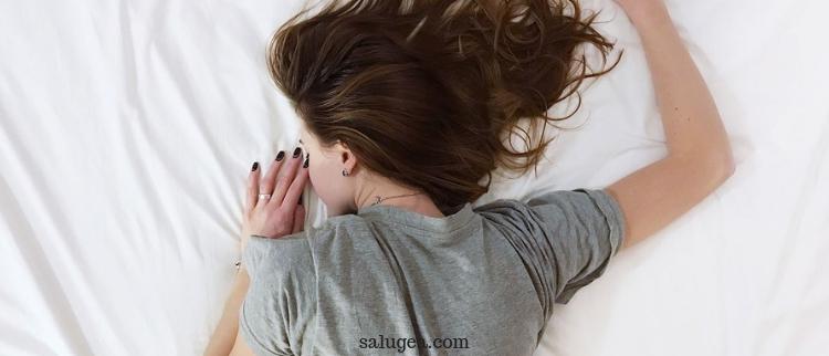 dormire poco fa male