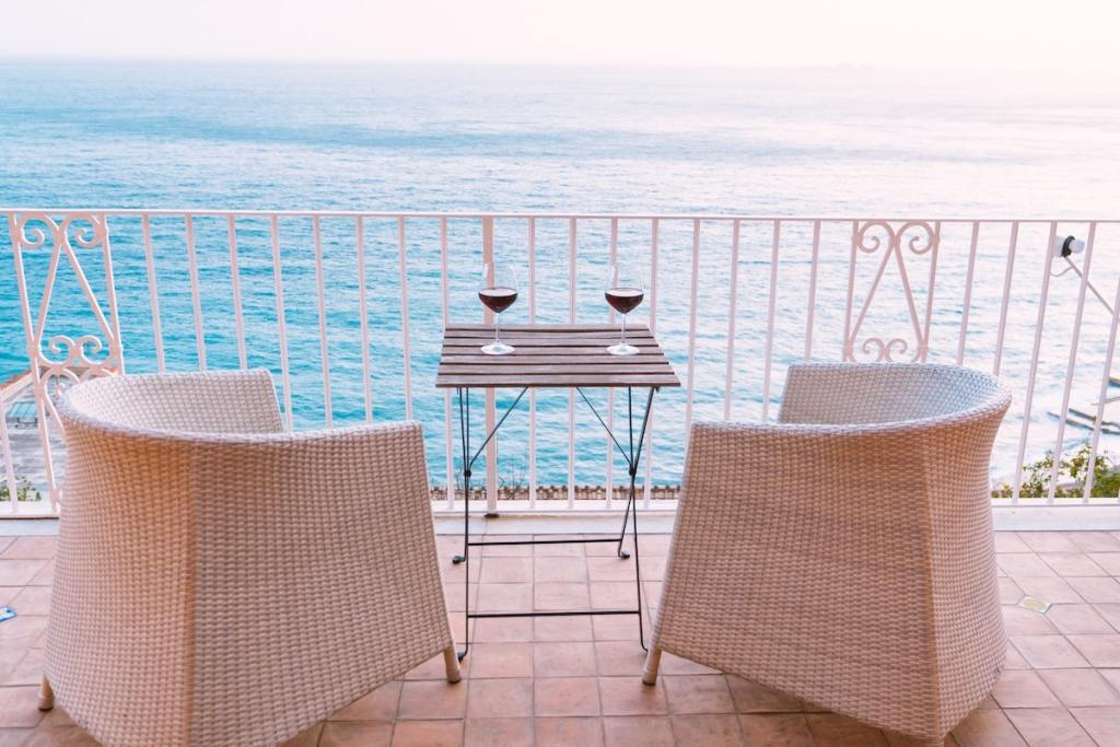 Balcony outdoor space with chairs