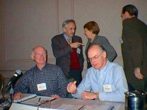 Imagen de Eugenio Triana con Esther Dyson en una reunión de ICANN