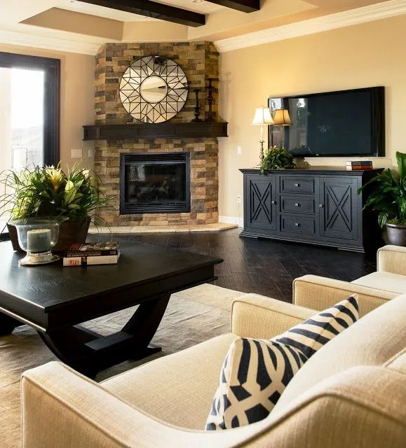 Decorating around a corner fireplace (image source: interiorfun.com)