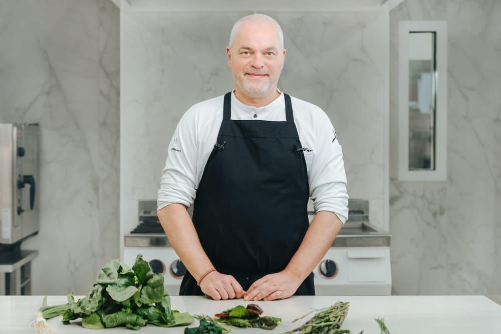 Conoce a Xavier Pellicer, chef con una larga trayectoria que te hará salivar con las verduras