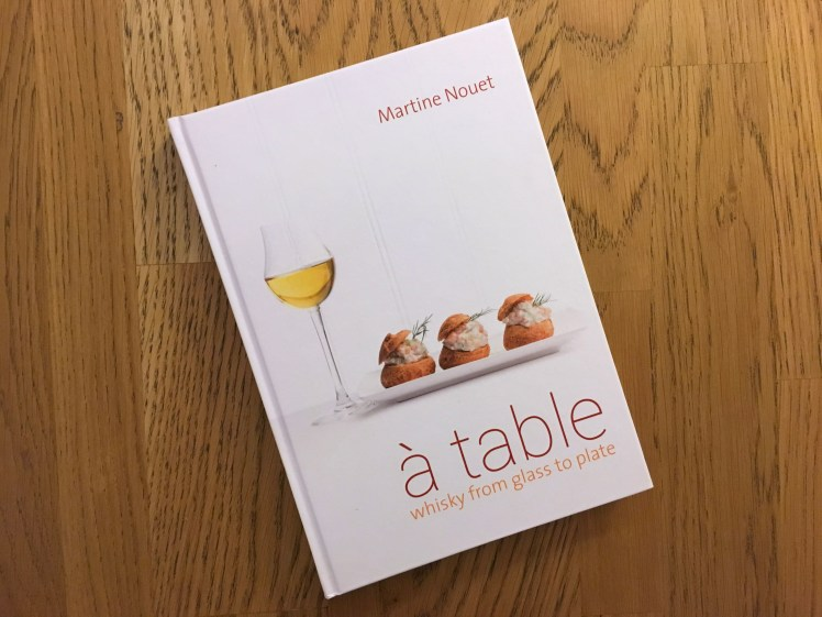 A Table - Martine Nouet