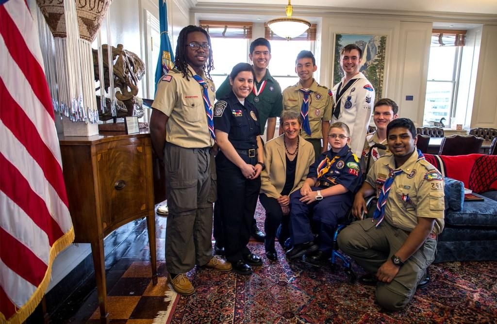 Secretary-Sally-Jewell-with-Boy-Scouts-3