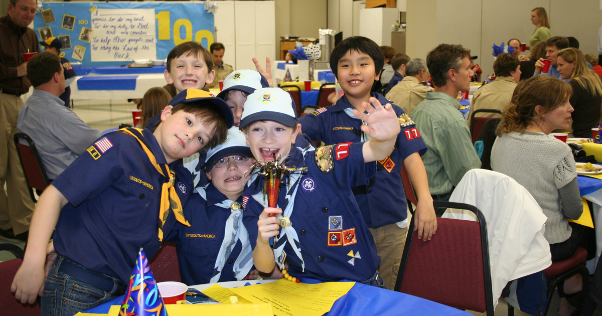8 essential tips for controlling chaos at Cub Scout pack or den meetings