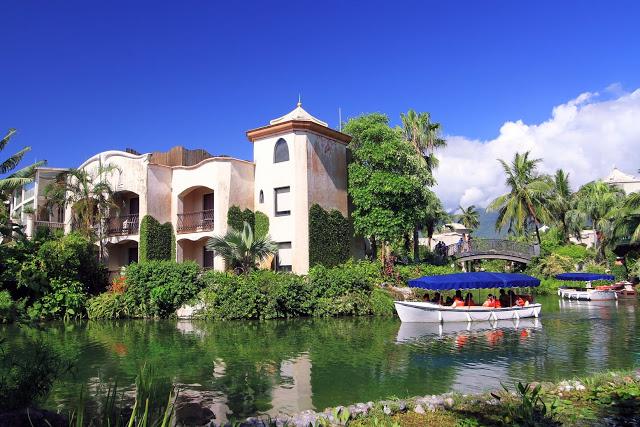 花蓮老品牌酒店理想大地飯店,成立至今已有20個年頭,以「水」為主題,三座島區中各自有不同的育樂設施與親水活動,包含釣魚、生態探索、射箭....等|東南旅遊
