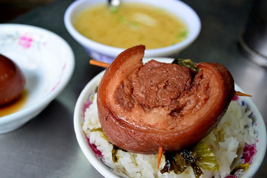 鹿港黑豬灶爌肉飯|東南旅遊