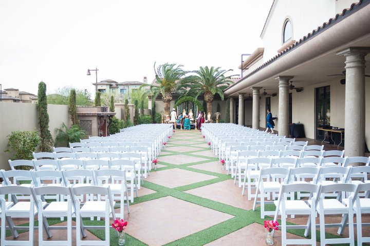 Outdoor ceremony at the DoubleTree Gilbert