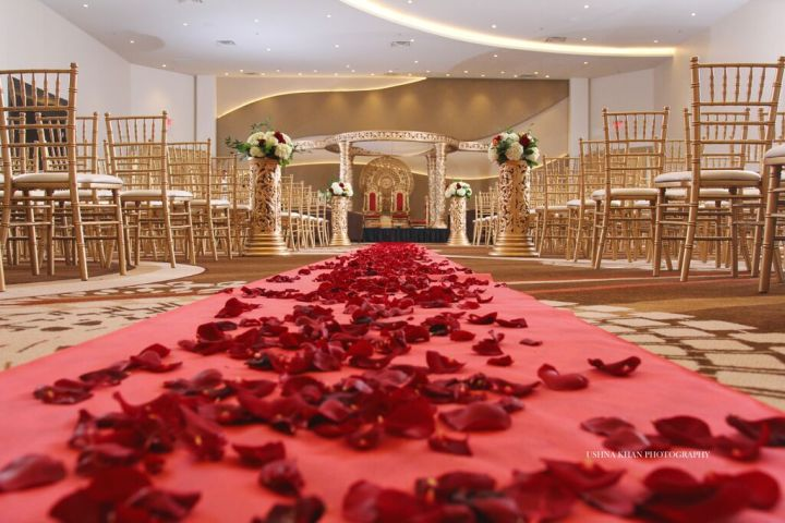 Indian-wedding-mandap-Hindu-indoor-Ushna-Khan-Photography