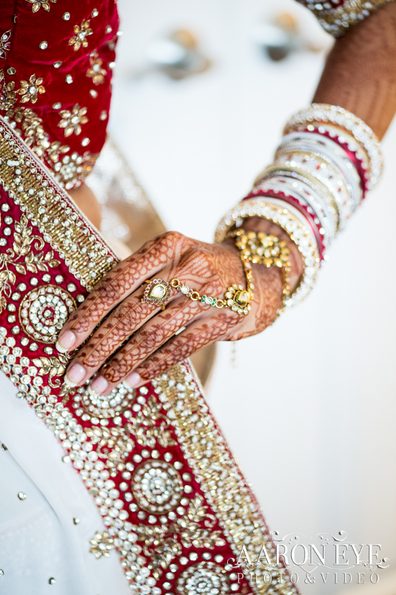 bride-dulhan-Indian-wedding-Gujarati-Jain-Hindu-South-Asian-Newport-Beach-Marriott-lehenga-panja-hand-jewelry-dupatta