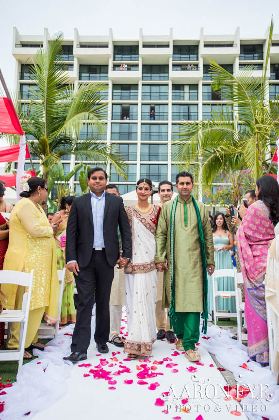 Reha-Vijay-Newport-Beach-Marriott-South-Asian-wedding-Indian_wedding-Hindu-Jain-North_Indian-head-table-ballroom-Aaron-Eye-Photography-walking-down-aisle