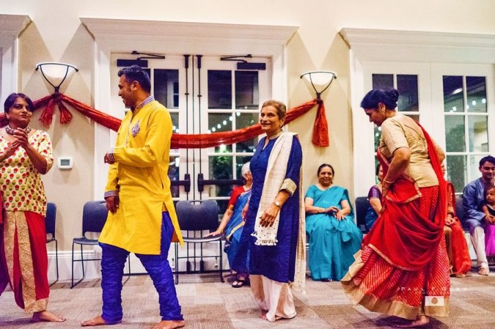 After dinner, guests moved indoors for garba and mehndi.