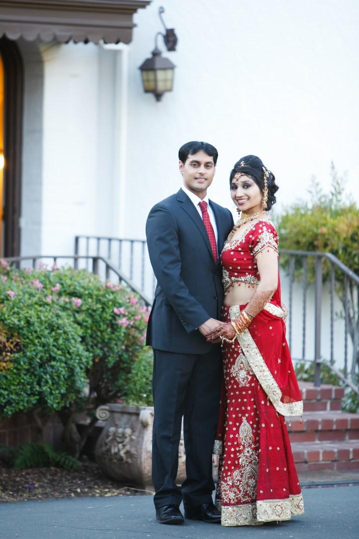 Smita-Aravind-Indian-wedding-mandap-Hindu-outdoor-wedding-ceremony-lehenga-dupatta-mehndi-tikka-nosering-nath-Tamil-Oriya-reception-outdoors-photo-shoot.
