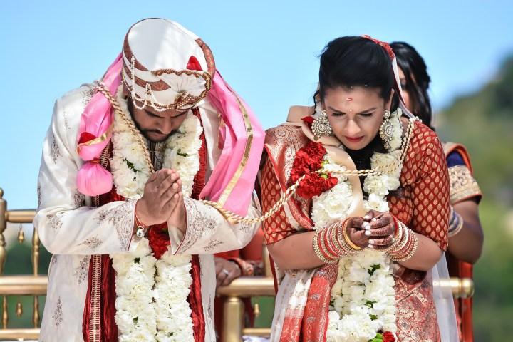 Rakhee-Amrish-gift-exchange-Indian-wedding-venue-photography-Greycard-Hindu-outdoor-dresses-bride-groom-vineyard-South-Asian-wedding-bowing-namaskar
