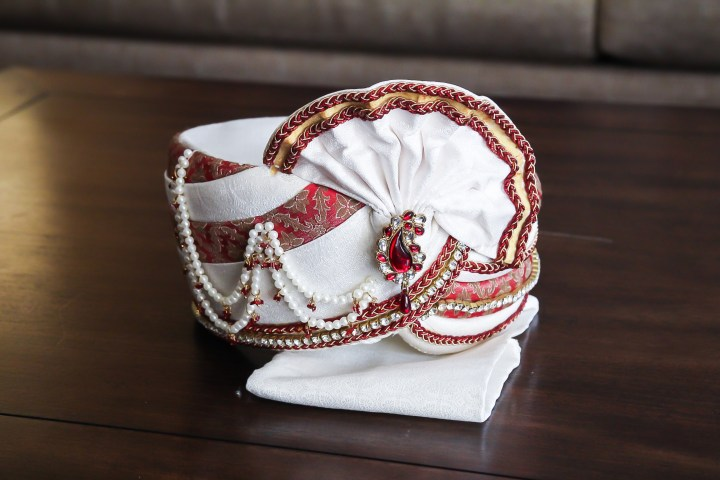 Rakhee-Amrish-gift-exchange-Indian-wedding-venue-photography-Greycard-Hindu-outdoor-dresses-bride-groom-vineyard-South-Asian-wedding-sehra-groom-frontier-artesia