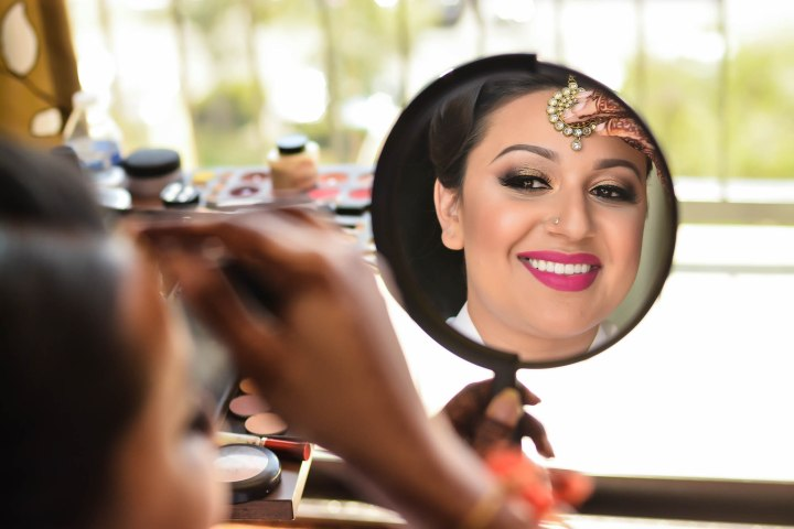 Insian-wedding-venue-Sonia-Sunny-mirror-makeup