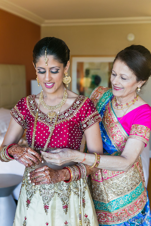 Randery-Indian-wedding-bride-mom-getting-dressed