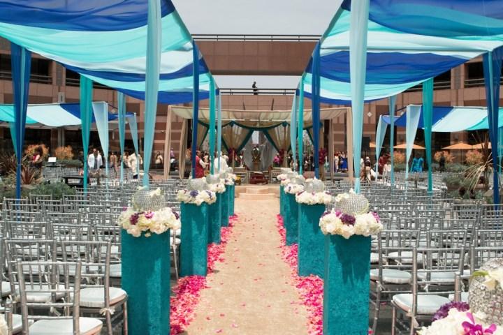 Hilton Long Beach outdoor wedding in the Plaza.