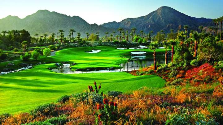 The Hyatt Regency Indian Wells has a golf courses - perfect for your guests that are golf aficionados.