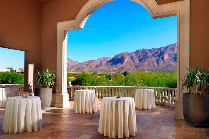 Cocktail hour space at The Westin La Paloma