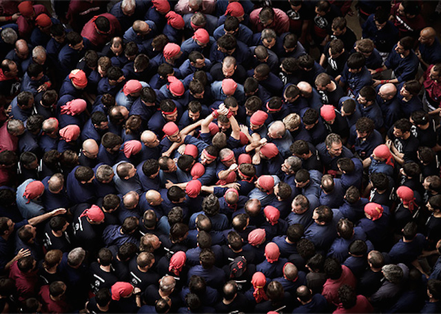 Human-Towers-Aerial-Photos-by-David-Oliete-2