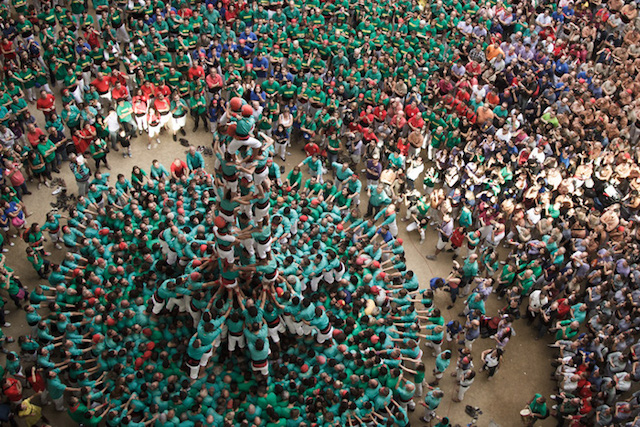 Human-Towers-Aerial-Photos-by-David-Oliete-7