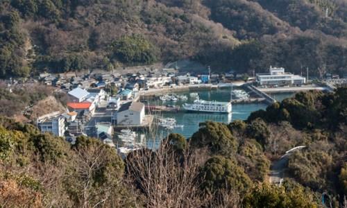 岡村港に入港したフェリーみしま