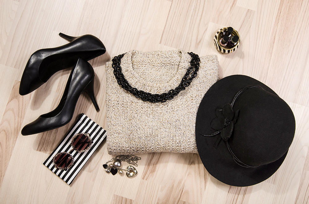 Monochromatic outfit with black pumps