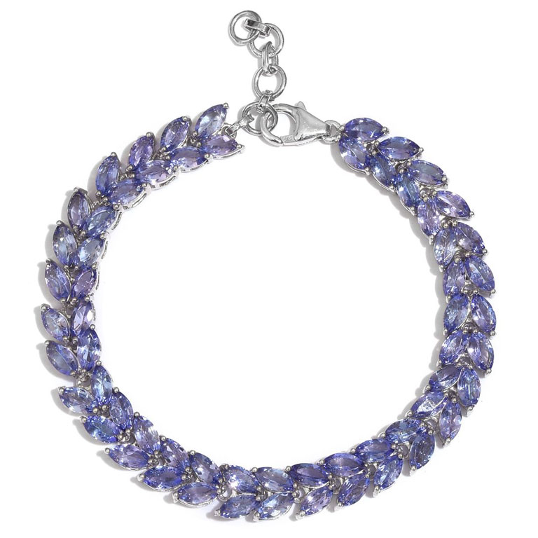 Tanzanite bracelet as blue bridal jewelry.