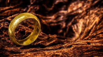 Golden ring by the volcano