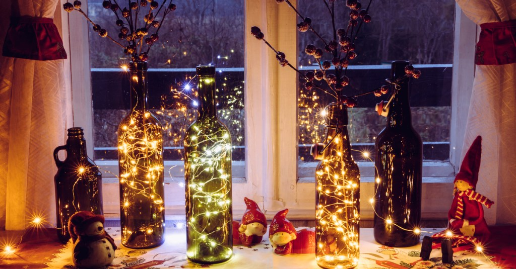 This image has an empty alt attribute; its file name is christmas-decor-featured-image-1024x535.jpg