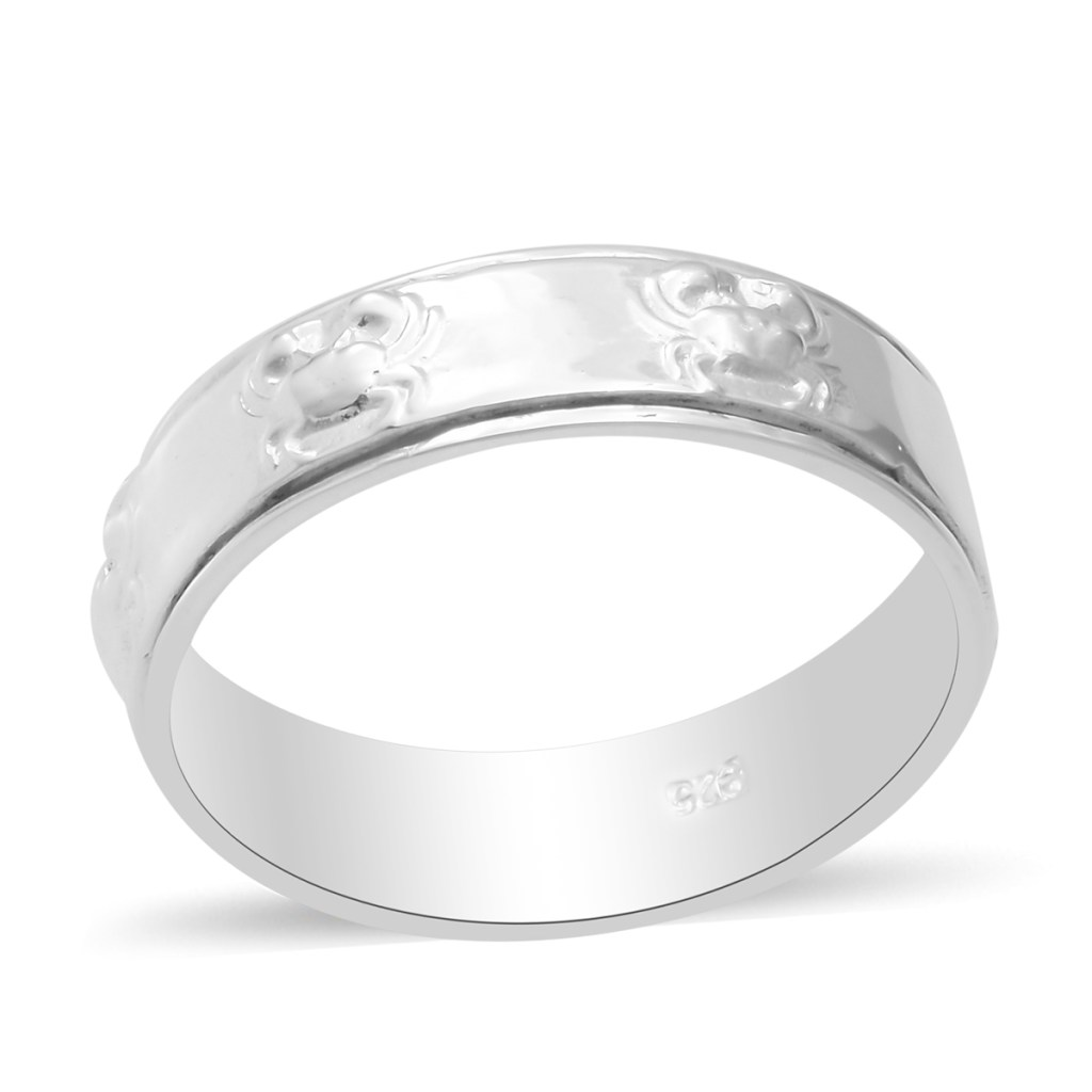 Sterling silver Cancer zodiac ring.