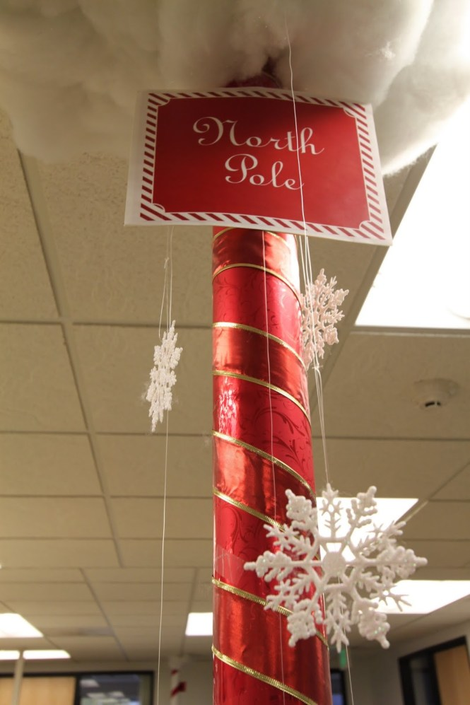 20 Cubicle Decor Ideas To Make Your Office Style Work As Hard Gl Walls Pranks Pictures Holiday Decorating