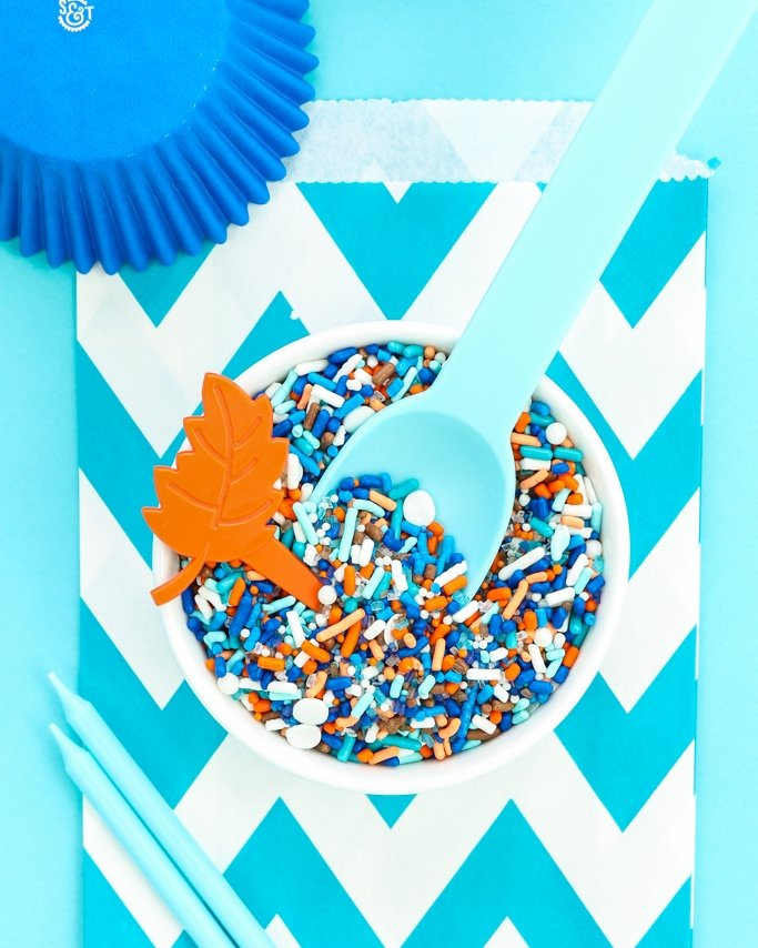 Boho Blues Party Sprinkle Mix - Boho parties are so trendy right now! With a fun fall feel and beautiful color palette, this party ideas board is sure to get you in the bohemian party mood!
