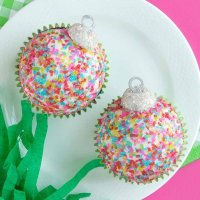 Christmas Ornament Cupcakes Tutorial & Ideas