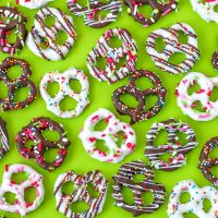 Homemade Chocolate Covered Pretzels Recipe - Easy & Fun!