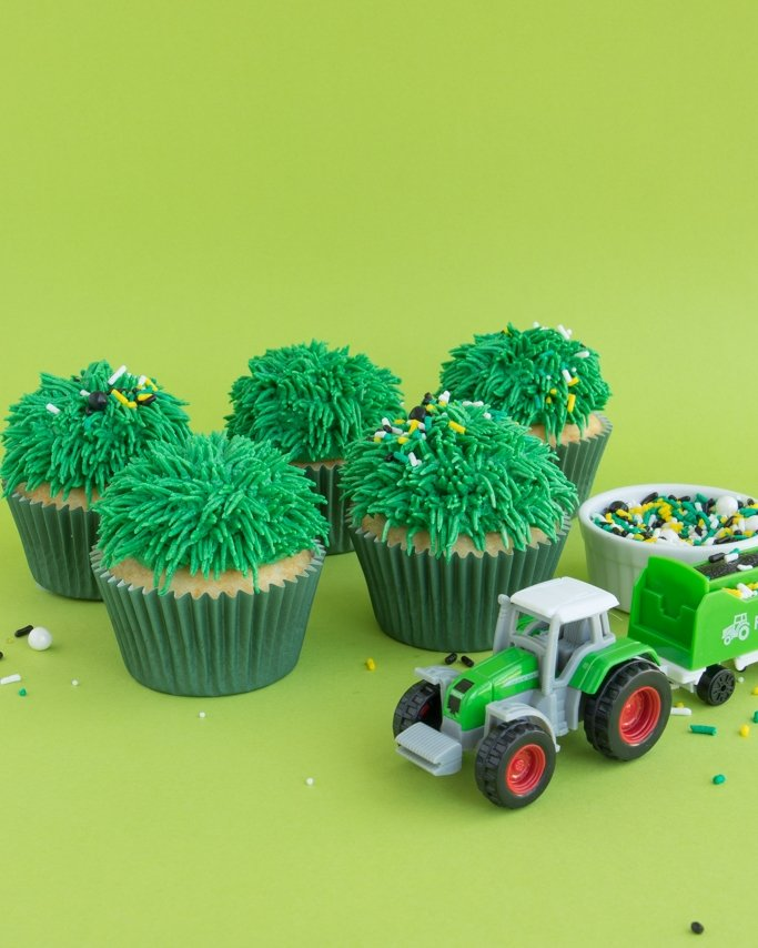 Grass cupcakes with tractor party sprinkles - how to make grass icing on cupcakes