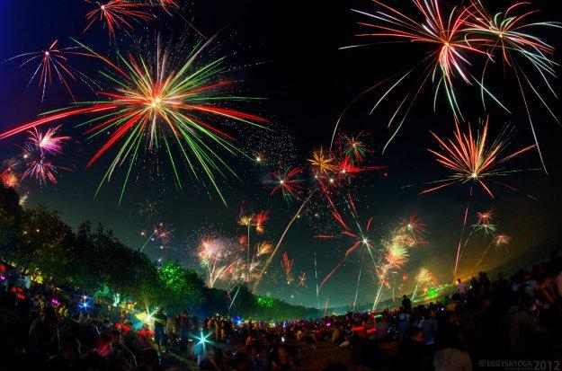 kuta_2012_new_year_fireworks_by_saiogaman-d4kxanh
